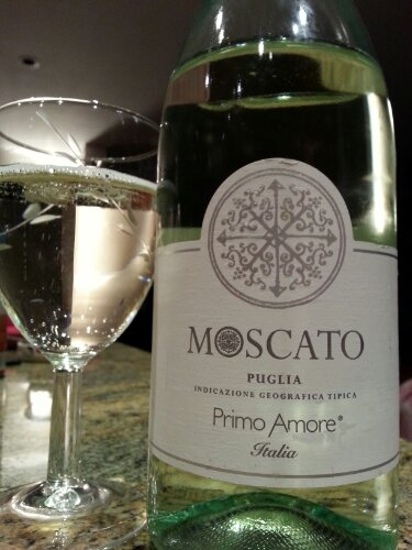moscato puglia nv primo amore italy justintoxicated